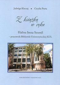 Z książką w ręku. Halina Irena Szumił - pracownik Biblioteki Uniwersyteckiej KUL, J. Kleczaj, C. Purta